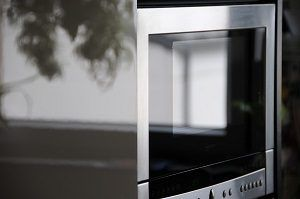 3 strategies for cleaning the oven glass door